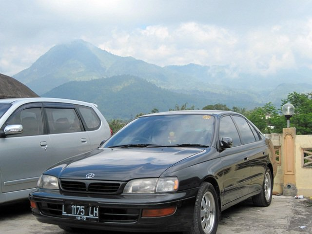 Karin Black, sedan Toyota Corona Absolute 2.0 saya. (dok.pribadi)